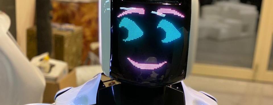 Российские роботы начали работать в полиции ОАЭ и турецком аэропорту