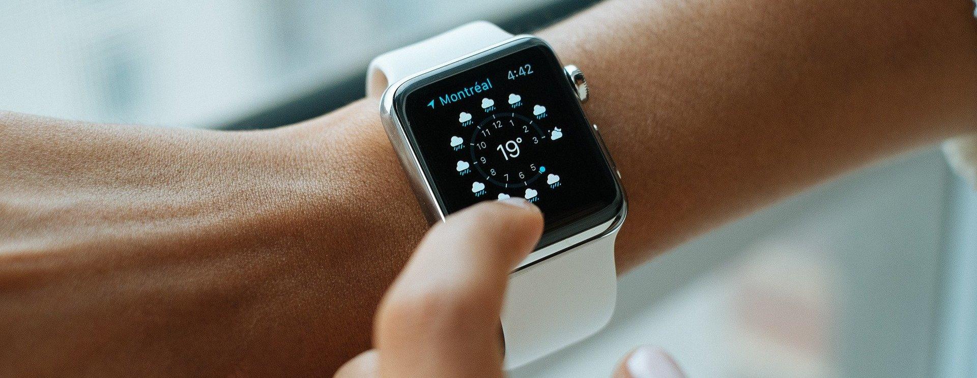 Компания «Aimoto Кнопка жизни» выпустила для детей и пожилых новую модель часов для экстренной помощи